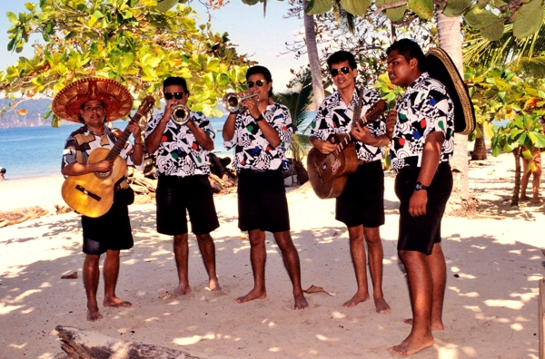 Musicians that entertained both on the boat and on Tortuga Island.