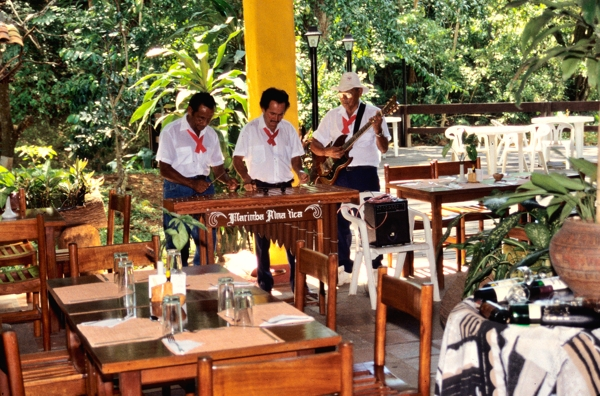 Musicians performing in the restaurant at the Hotel Villa Lapas.